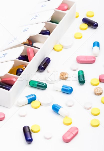 色 錠剤 カプセル 外に ピル 主催者 ストックフォト © viperfzk