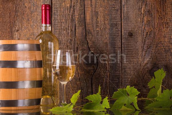 Vidro vinho branco garrafa barril escuro Foto stock © viperfzk