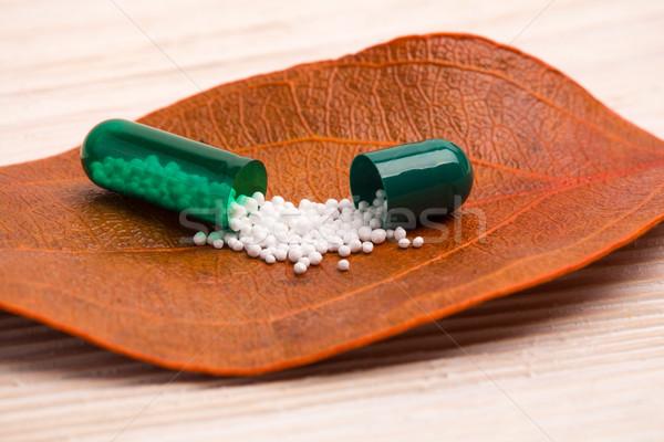 Alternatieve geneeskunde oranje blad houten tafel ziekenhuis bladeren Stockfoto © viperfzk