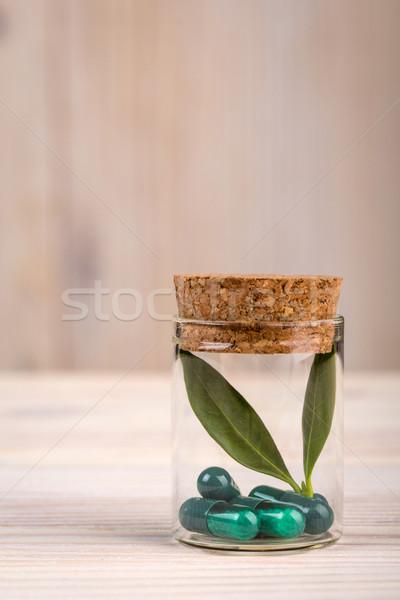 Medicina alternativa vetro contenitore ritratto view foglia verde Foto d'archivio © viperfzk
