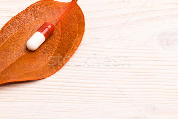 Barna fehér orvosi tabletta narancs levél Stock fotó © viperfzk