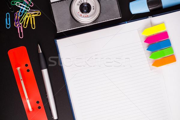 Stock fotó: Irodaszerek · kamera · fekete · asztal · iroda · papír
