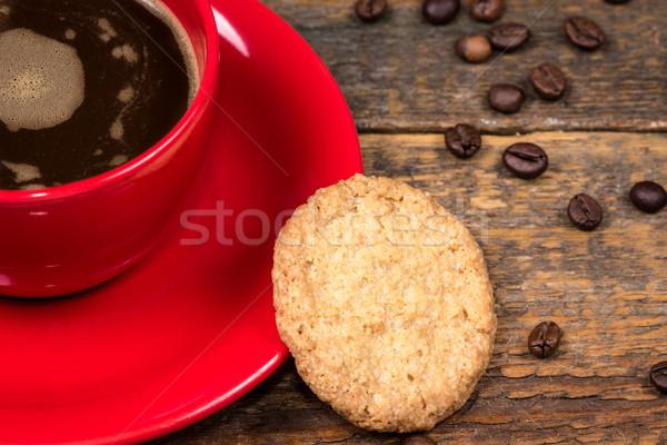 Kávéscsésze keksz asztal sötét fa asztal kávé Stock fotó © viperfzk