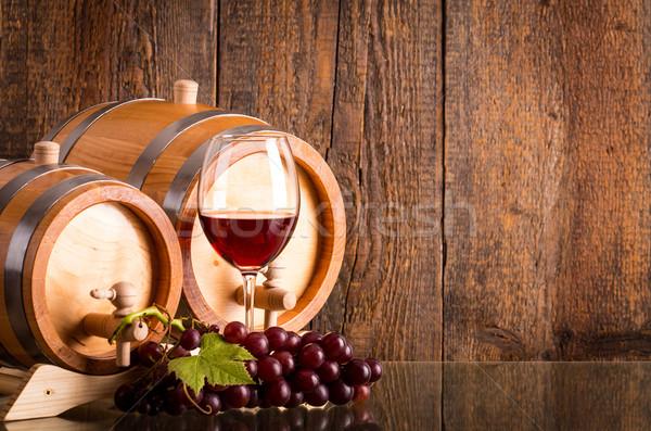 Vetro vino rosso due uve buio legno Foto d'archivio © viperfzk