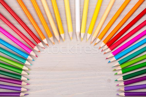 Szín ceruzák fából készült lyuk középső szivárvány Stock fotó © viperfzk