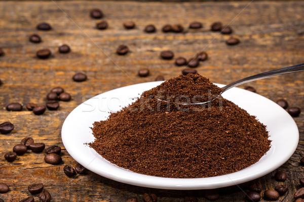 Föld kávé fehér tányér kávé kanál Stock fotó © viperfzk