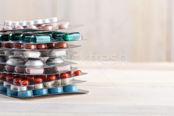 Tabletták kapszula köteg alumínium konténer fából készült Stock fotó © viperfzk
