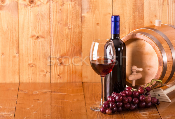 Vetro vino rosso bottiglia barile uve legno Foto d'archivio © viperfzk