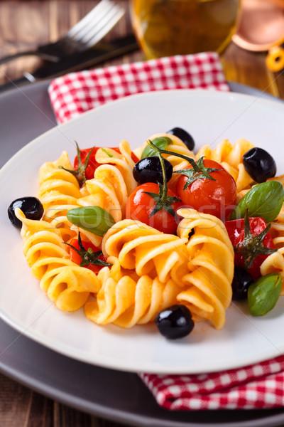 İtalyan gıda makarna İtalyan kiraz domates siyah zeytin fesleğen Stok fotoğraf © Vitalina_Rybakova