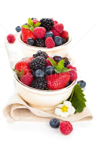 Foto stock: Fresco · frutas · tigela · de · folhas · isolado