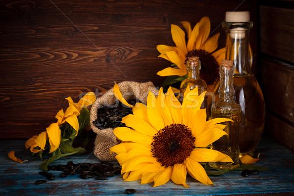 Girassóis óleo de girassol girassol sementes rústico vidro Foto stock © Vitalina_Rybakova