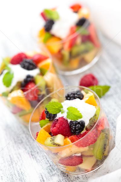 Gyümölcssaláta krém menta szemüveg fókusz málna Stock fotó © Vitalina_Rybakova