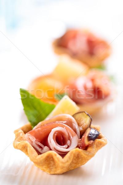 Voorgerechten vlees basilicum meloen ondiep Stockfoto © Vitalina_Rybakova