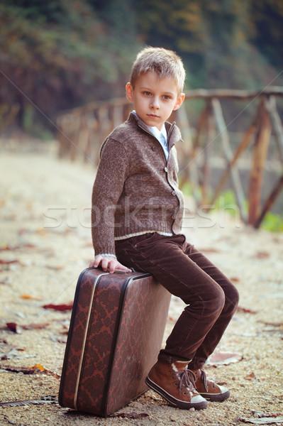 Jongen koffer blond oude weg Stockfoto © Vitalina_Rybakova