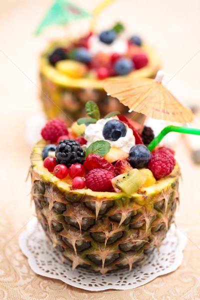 Salada de frutas de frutas frescas salada ananás tigela Foto stock © Vitalina_Rybakova