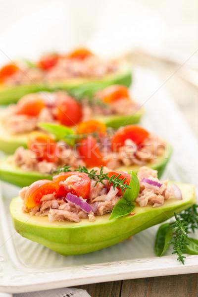 Gevuld avocado dienblad tonijn ui tomaat Stockfoto © Vitalina_Rybakova