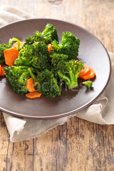 Gestoomd broccoli plaat shot wortelen Stockfoto © Vitalina_Rybakova