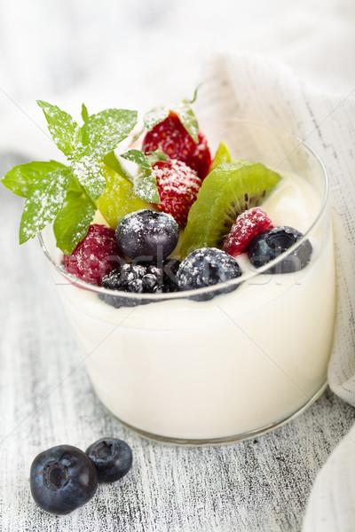 Iogurte de fresco folhas comida Foto stock © Vitalina_Rybakova