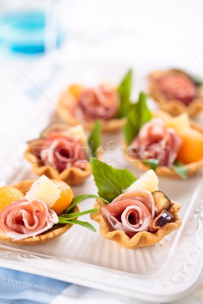 Voorgerechten vlees basilicum meloen voedsel Stockfoto © Vitalina_Rybakova