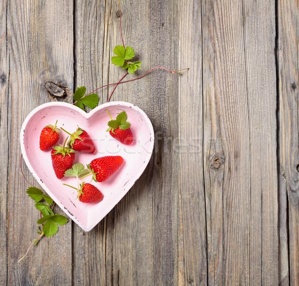 Vers aardbeien hart plaat oude Stockfoto © Vitalina_Rybakova