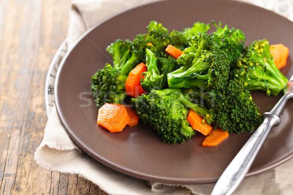 Párolt brokkoli tányér közelkép lövés répák Stock fotó © Vitalina_Rybakova
