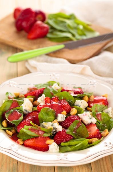 Spinazie salade vers pinda's schimmelkaas vruchten Stockfoto © Vitalina_Rybakova