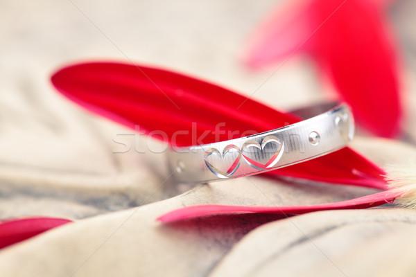 Gümüş halka çiçek yaprakları oyulmuş kalpler Stok fotoğraf © Vitalina_Rybakova