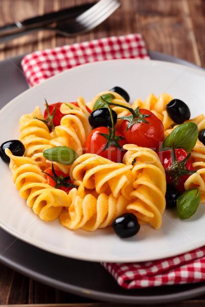 Italiaans eten pasta Italiaans kerstomaatjes olijven basilicum Stockfoto © Vitalina_Rybakova