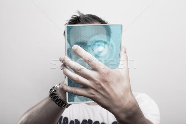 Man glas presenteert futuristische mobiele telefoon Stockfoto © vizualni