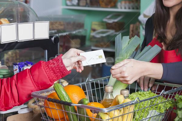 клиентов кредитных карт продуктовых рук карт зеленщик Сток-фото © vizualni