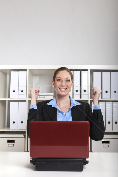 Zaman mutlu gülümseyen kadın yukarı ofis Stok fotoğraf © vizualni
