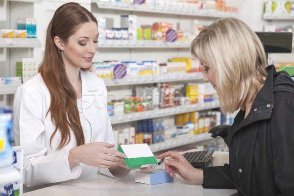 Eczacı ürün dostça kadın sağlık alışveriş Stok fotoğraf © vizualni