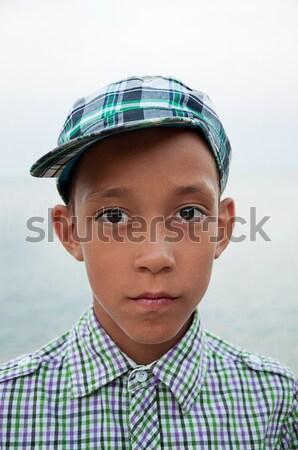 Triest jongen bruine ogen cap portret shirt Stockfoto © vkraskouski