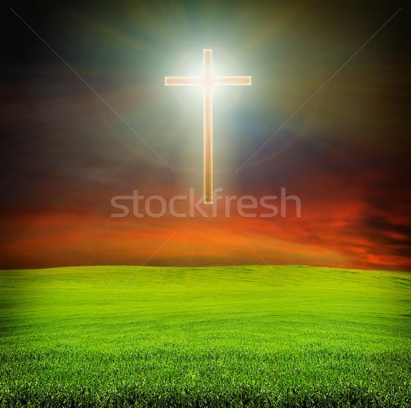 Ragyogó kereszt sötét égbolt mező piros Stock fotó © vkraskouski