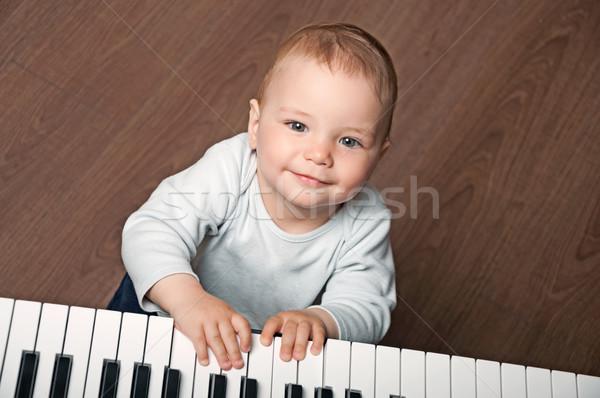 Bebek oynamak siyah beyaz piyano portre küçük Stok fotoğraf © vkraskouski