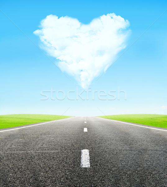 út felhős szív égbolt zöld mező Stock fotó © vkraskouski