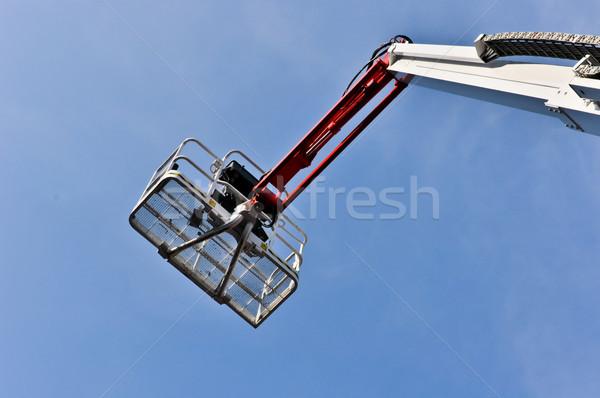 Biały hydrauliczny budowy kołyska Błękitne niebo metal Zdjęcia stock © vlaru