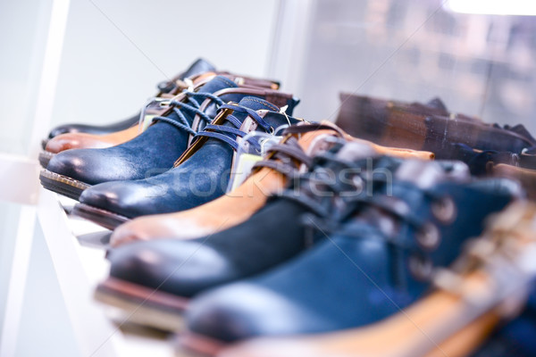 Buty półki sklepu moda piękna mężczyzn Zdjęcia stock © vlaru