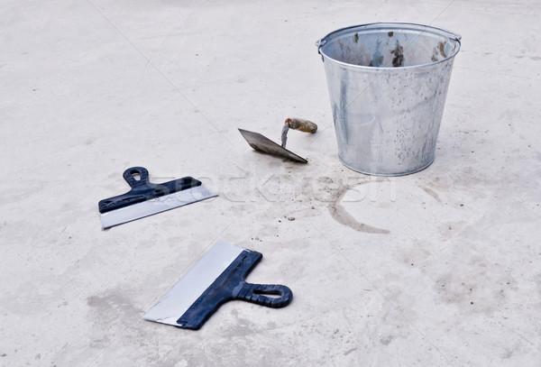 Metal secchio cemento costruzione muro lavoro Foto d'archivio © vlaru
