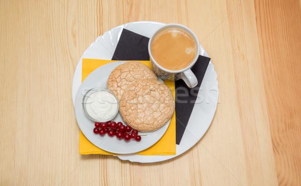 Copo café biscoitos natureza morta prato mesa de madeira Foto stock © vlaru