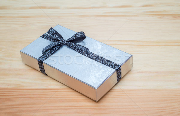 Srebrny szkatułce łuk drewniany stół papieru miłości Zdjęcia stock © vlaru