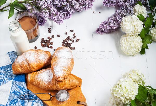Café da manhã fresco croissants vidro café leite Foto stock © voloshin311