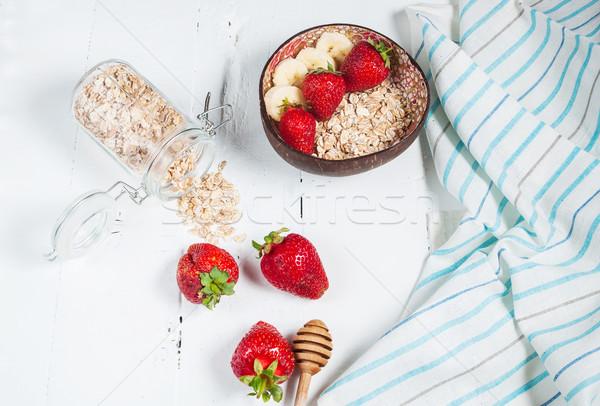 Gesunden Frühstück Getreide Bananen Erdbeere Essen Stock foto © voloshin311