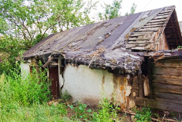 Stockfoto: Verlaten · huis · oude · afstandsbediening · dorp · boom