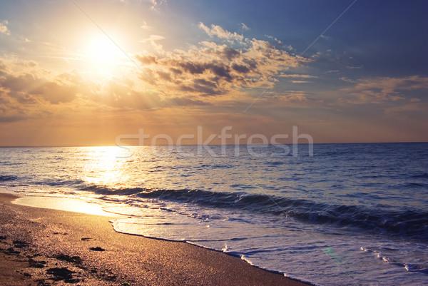 Zonsopgang zee strand wolken zon Stockfoto © vrvalerian