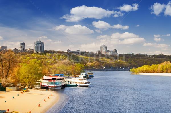 Bank rivier stad banken groot strand Stockfoto © vrvalerian