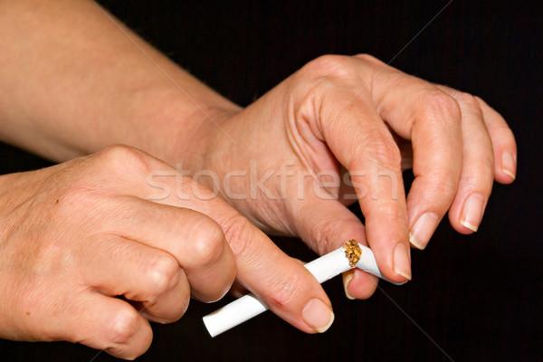 Handen pauze sigaret papier hand rook Stockfoto © vrvalerian