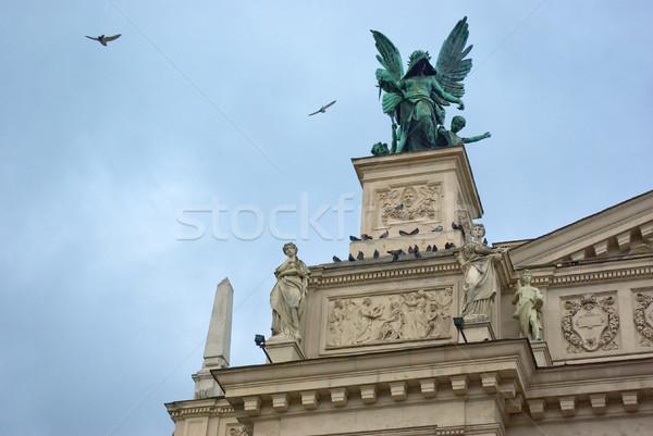 Estátua anjo asas de anjo arquitetônico elemento pássaro Foto stock © vrvalerian