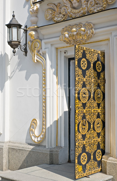 Velho igreja entrada porta ferro Foto stock © vrvalerian