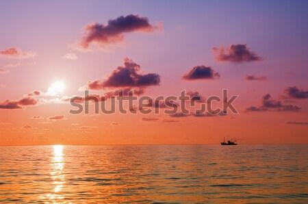 Zonsopgang zee hemel wolken zon Stockfoto © vrvalerian